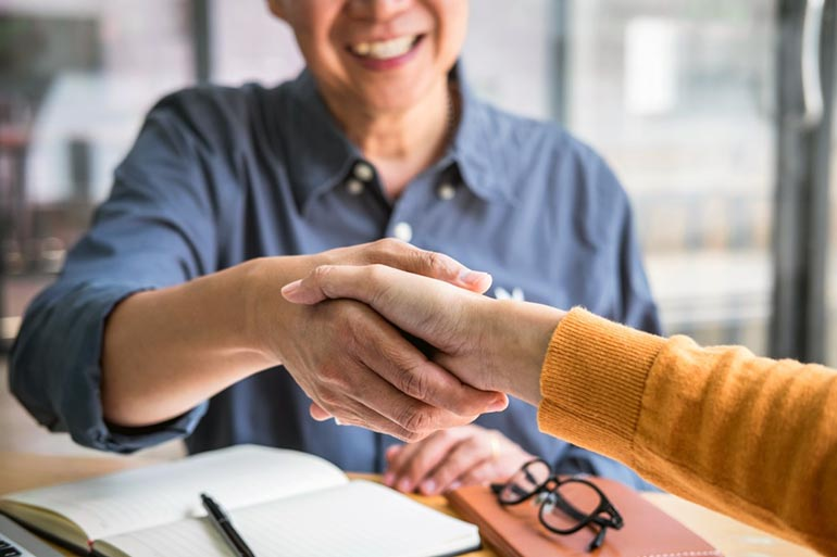 buyer and seller shaking hands after an FSBO deal